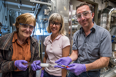 Researchers Lara Gundel, Marion Russell and Hugo Destaillats (Credit: Paul Mueller/Berkeley Lab)