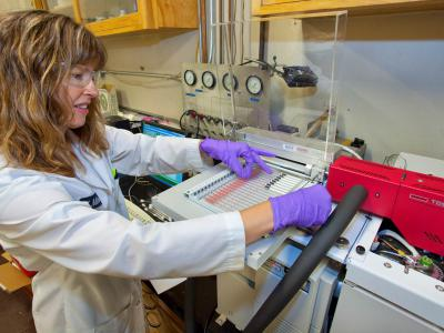 Marion Russell uses equipment in the indoor air quality lab facility at Berkeley Lab.